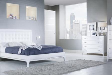 camera in frassino bianco con detaglio foglia argento