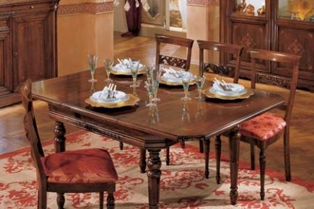 tavolo quadrato allungabile con piano intarsiato