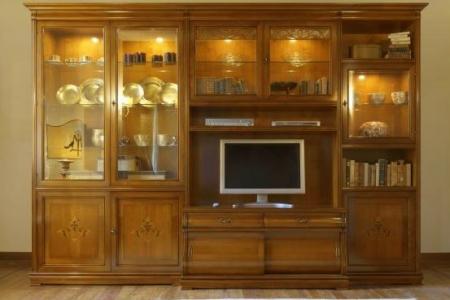soggiorno noce intarsiato con porta tv e cristalliere