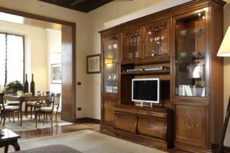 soggiorno noce intarsiato con porta tv sagomato