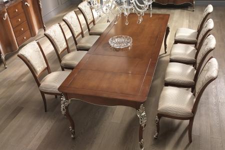 Tavolo allunghabile con sedie