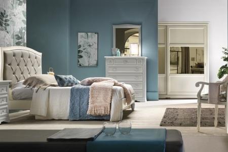 camera da letto con letto in pelle capitonnè