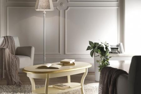tavolino laccato panna con particolari in  foglia oro