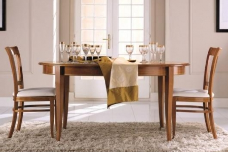 tavolo con particolari dorati