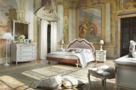 camera classica bianca con intagli in foglia oro