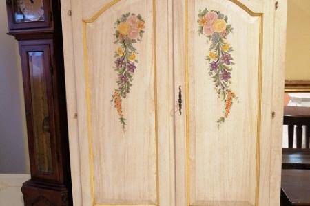 armadietto laccato decorato a mano