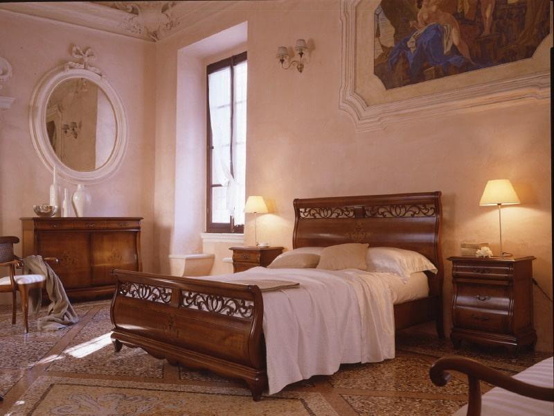 Camera da letto in stile classico